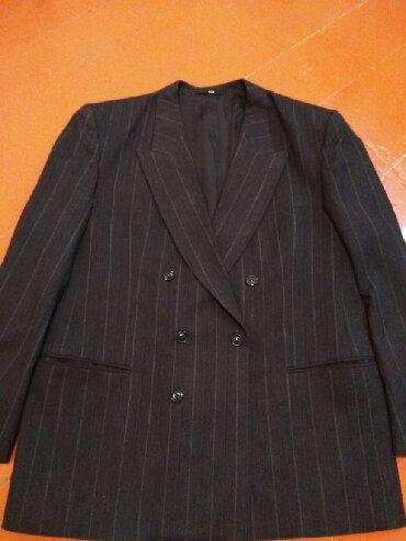 Женская одежда в Кызыл-Кия: Костюм классический двойка (пиджак+брюки) в полоску