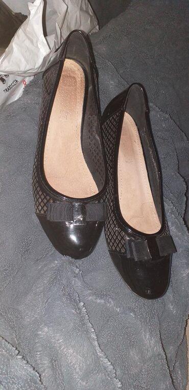 Zenske cipele na malu petu, ocuvane