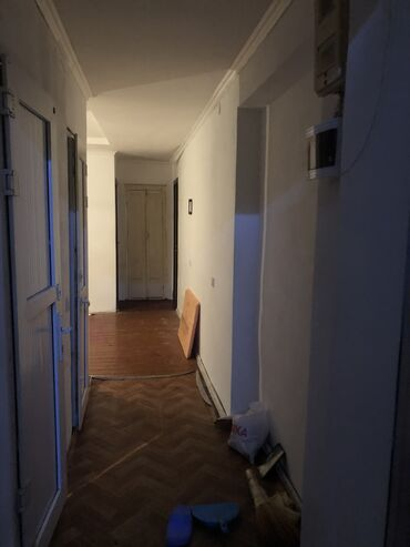 продаю 3 х комнатную квартиру в бишкеке в Кыргызстан: 3 комнаты, 55 кв. м Без мебели