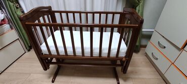 Детская кровать, качается мягкоВ идеальном состоянии!Ширина 95.5