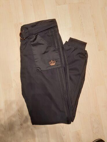 Crne pantalone - Srbija: Original Adidas trenerkaNovo bez etikete, Veci model, pase za M/L