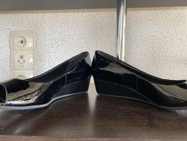 черные женские туфли в Кыргызстан: Женские лаковые оригинальные туфли.Привезли из США 38 размер обуви н