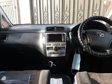 Toyota Ipsum 2.4 л. 2003   194 км
