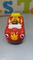 Wow igracka auto sa jednom figuricom vozaca a drugu figuricu dobijate - Nis