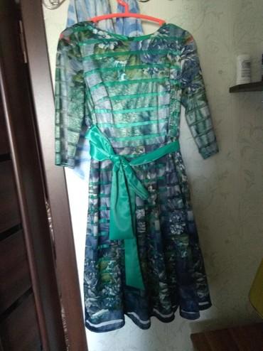 женское платье размер 46 48 в Кыргызстан: Платье женское!Размер 46-48.Носить можно с поясом и без.Одето 2 раза.В