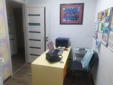 Коммерческая недвижимость в Бишкек: Сдаются кабинеты с мебелью в офисе, общая квадратура 44м2, 3 отдельных