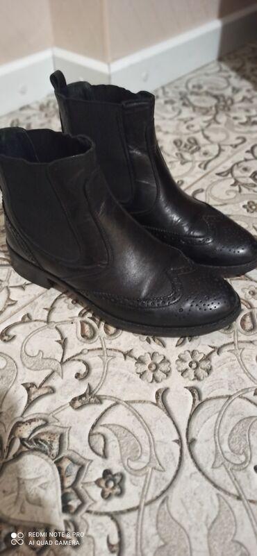 Продаю обувь(Италия)В отличном состоянии размер 36, демисезонные.тел