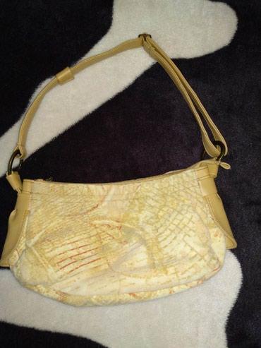 Продам небольшую сумочку в отличном состоянии. Писать в whatsapp в Бишкек