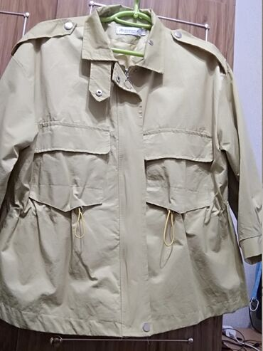 Продаю осенне-весеннюю женскую куртку Размер 46-48Цвет