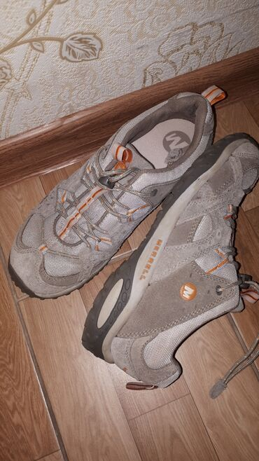 Мужские кроссовки. Размер 36-37. Натуральная замша. Цена 1000с. Бу