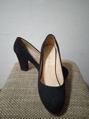 botinki 39 razmer в Кыргызстан: Продаю туфли замшевые размер 39-40 в хорошем состоянии.одевала пару