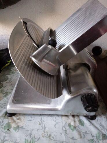 Mašine za mlevenje mesa - Krusevac: Profesionalna salamoreznica, kao nova! Vrlo očuvana i potpuno