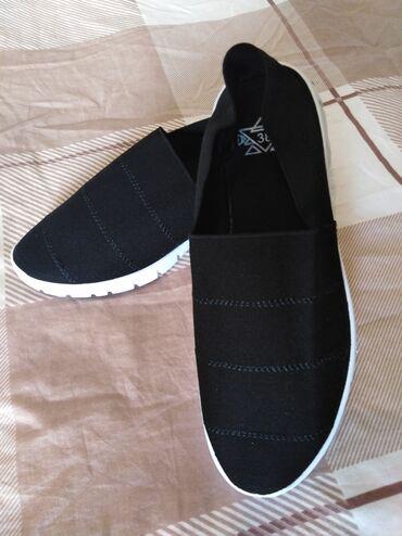 Ženska patike i atletske cipele | Smederevo: Natikace skroz strec. 38 br. New Yorker crno bele. Kao nove