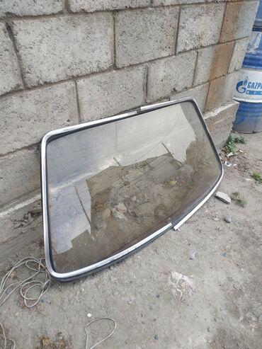 Аксессуары для авто в Токмак: Задние лабовое стекло на ауди80