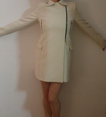 Jako ocuvan beli kaput, kao nov, malo puta nosen