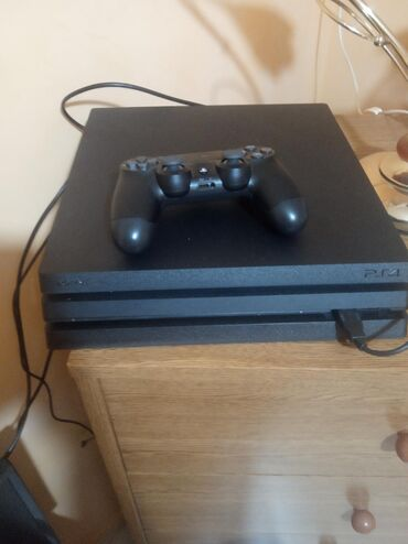 PlayStation 4 (1 terabite ) +1 χειριστήριο + 4 παιχνίδια το ένα πρό 20