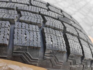 Продаю зимнею резинуMaxxis Premitra ice sp3 Диски r-14 5:100( Субару