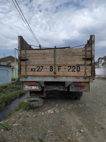 Yük və kənd təsərrüfatı nəqliyyatı Xırdalanda: ZIL 1331984cu il ideal veziyyetde