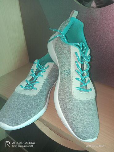 Спорт и хобби - Ала-Тоо: Продаю новые женские спортивные кроссовки