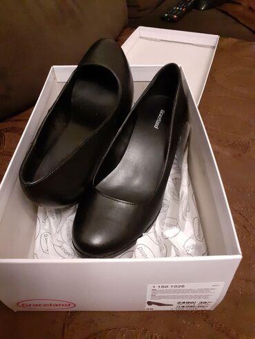 Crne cipele sa stabilnom štiklom. Jednom nošene. Broj 38