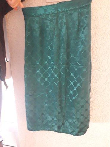 Zelena suknja. Dužina struka 36cm, dužina suknje 80cm . Postavljena