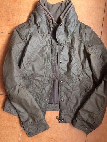 Куртка. Оригинал. Осенняя. Капюшон. Материал плащевка. 700 сом . Xs