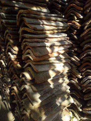 Prodajem staru ceramidu. skinuta sa krova. ima oko 1950 komada. cena - Smederevo