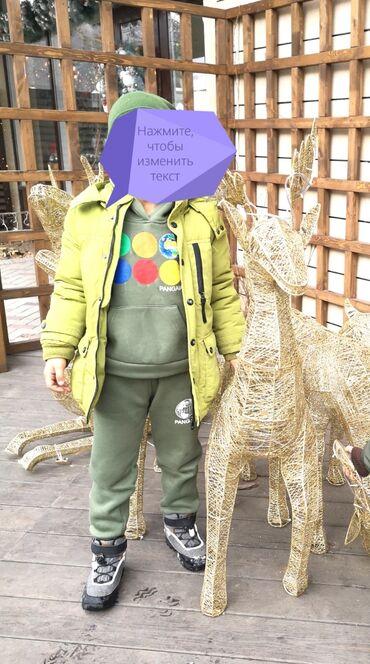 Зеленая куртка размер 5-6лет, можно и на 7лет,если ребенок мелкий. От
