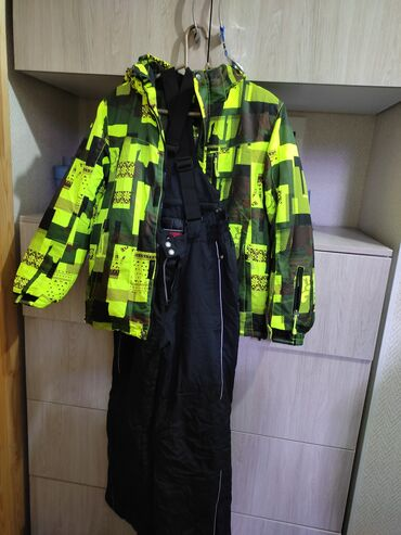 лыжный костюм бишкек цены in Кыргызстан | ВЕРХНЯЯ ОДЕЖДА: Дёшево! Продам лыжный костюм на 14 лет. Почти новый, одевали 1