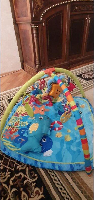 balıq ovu - Azərbaycan: Oyun xalcasi, musiqili oyuncagi ve baliq sekilli yastigi var.Baha