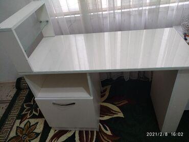Продаю маникюрный стол