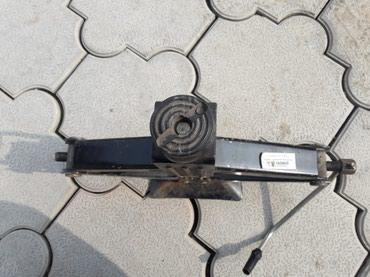 Продаю домкрат под масло цена 1500 в Бишкек