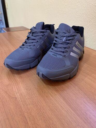 sport forma adidas в Кыргызстан: Продаются кроссовки Adidas в оригинале, 39 размер. Носил только один р