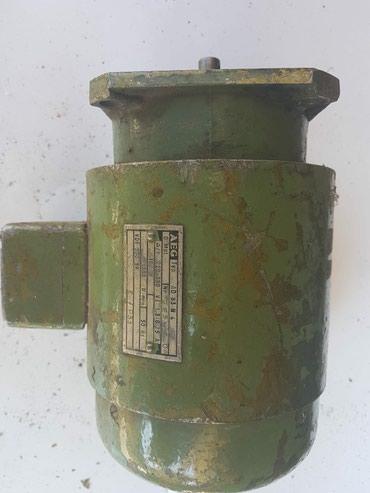 Trofazni el.motor sa prirubnicom 380V 180W 1380 o/min - Priboj