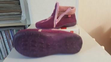 туфли зелёного цвета в Кыргызстан: Тапочки, размер 28, цвет сливовый с отделкой розового цвета, б/у
