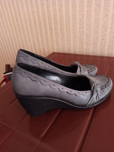 Продаю туфли 37 размера состояние новых. один раз обули, оказались ма