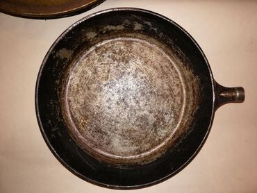 Сковорода чугунная  диаметр 27 см, глубина 5 см