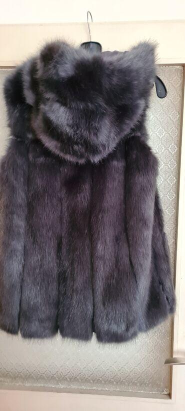 Sivo odelo - Srbija: Prodajem prsluk od veštačkog krzna sa kapuljačom, veoma verna kopija