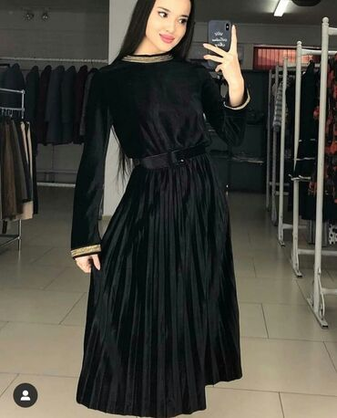 вечерние платья в греческом стиле в Кыргызстан: Платье в ГРЕЧЕСКОМ СТИЛЕ  Очень красивое  Размер стандарт