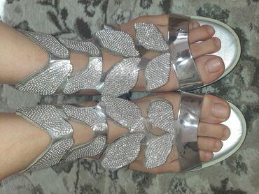 сандалии 27 размер в Кыргызстан: Серебристые басоножки совершенно новые!Заказывала себе с размером