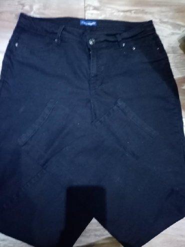 Crne pantalone velicine 40. Poluobim struka 39cm,dubina napred 24cm