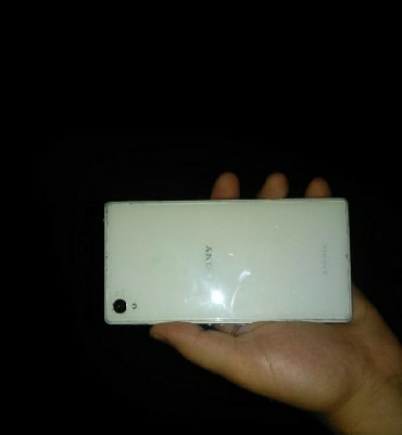 Sony xperia xa white - Azerbejdžan: Sony xperia zet 1 ekrani sinigdi basqa hecbir problemi yoxdu
