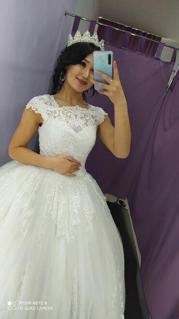 Свадебные платья - Токмак: Продаю свадебное платье в хорошем состоянии! Цвет Айвори. Размер