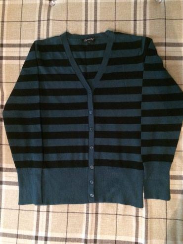 Новый свитер на пуговицах ,размер s. в Бишкек
