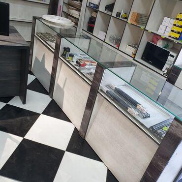 бу стеллажи в бишкеке в Кыргызстан: Продаю витрину  Длина 2.60 см Глубина 45 см Высота 90 см