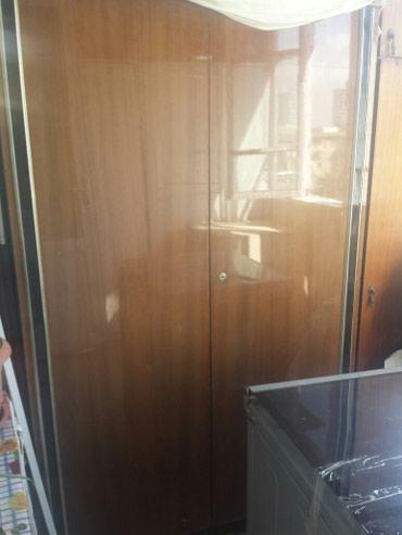 Крепкий прочный шкаф с полками в Bakı