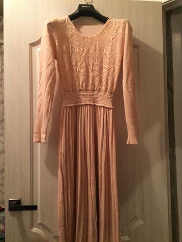 Нежное длинное платье тёплое отлично подойдёт и беременным