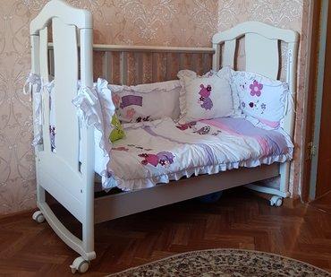 Детская кроватка + комплект бортиков, подушка и одеяло.Кроватка имеет
