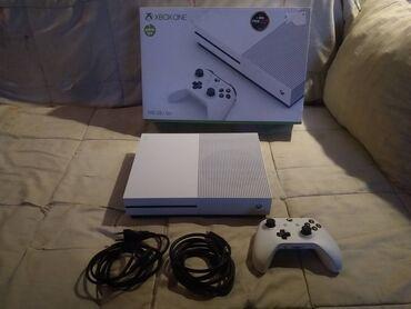 Xbox One S + Igra - Odlican  Microsoft Xbox One S 500GB, odlicno ocuva