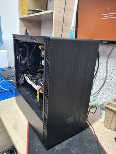 Мощный игровой системный блок на водяном охлаждения и в крутом чёрном